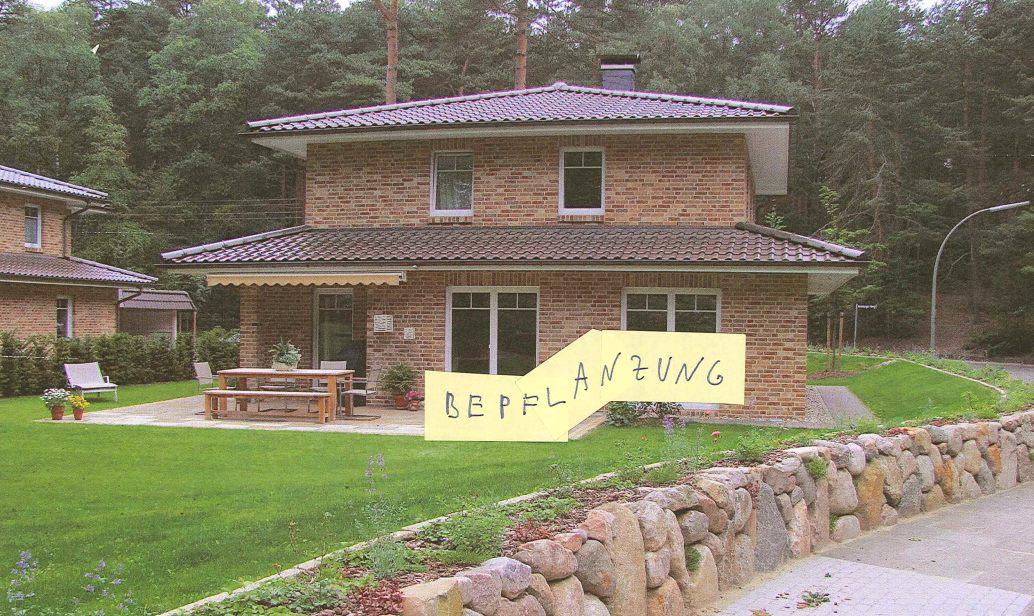 Terrasse mit heckenpflanzen und str uchern umpflanzen for Bepflanzung terrasse