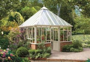 """Das Gewächshaus """"Victorian Grange"""" – ein Highlight in jedem Garten im Landhausstill Quelle: www.villa-jaehn.de"""